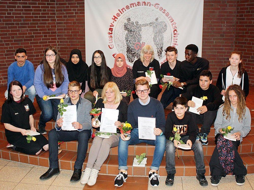 Die Preisträger unter insgesamt 15 Nominierten der GHG: Jan Keuthen (vorne 2. v. l.), Rita Rönsdorf (vorne 3. v. l.) und Justin Labus (vorne 4. v. l.)