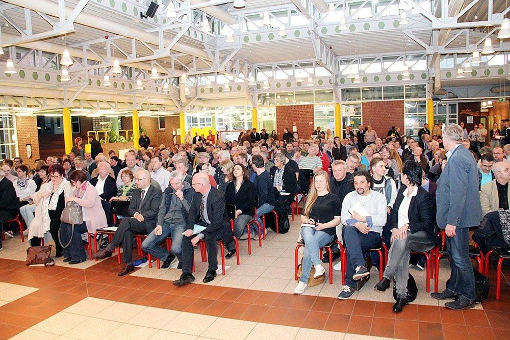 Rund 300 Besucher kamen zur Veranstaltung in der Gustav-Heinemann-Gesamtschule.