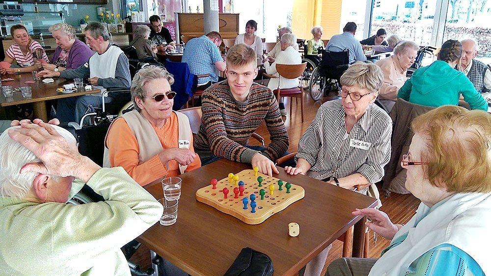 Gemeinsames Spielen war angesagt im Altenzentrum St. Antonius.