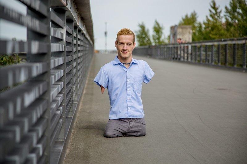 Mann ohne Arme und Beine macht das Unmögliche möglich