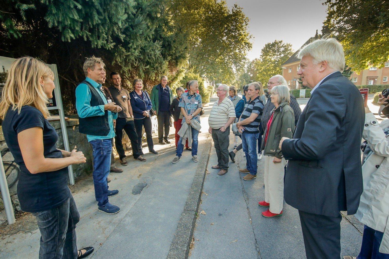 Viele Gäste und der Oberbürgermeister kamen zur offiziellen Aufstellung der Schilder © IN-StadtMagazine