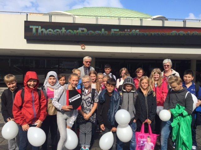 Im Rahmen des Theaterprojekts besuchten Schülerinnen und Schüler der Wilhelm-Busch-Realschule das Theater Dortmund. © WBR
