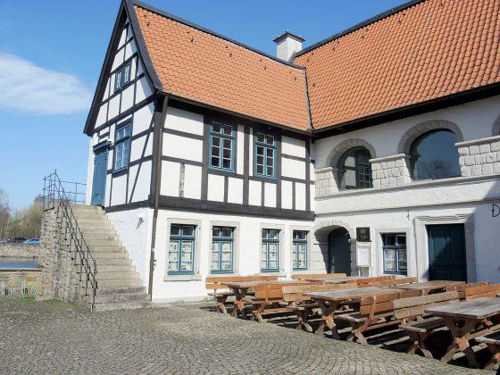 Erleben Sie die alte griechische Lebensart im Schloss Rodenberg