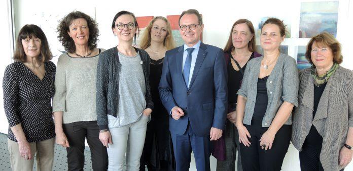 "Sechs Künstlerinnen aus dem Depot ""landen"" am Dortmunder Flughafen"