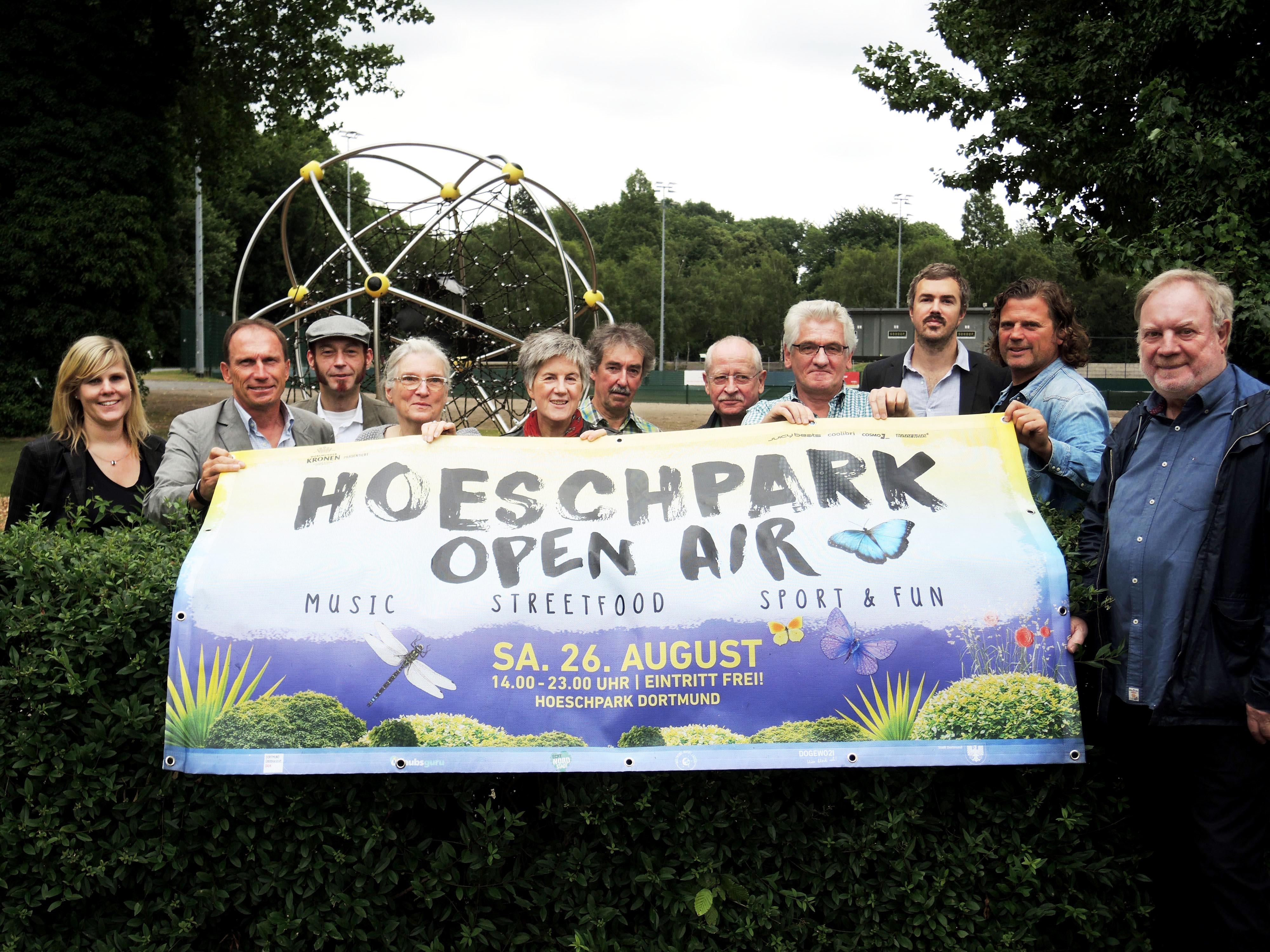 Die Organisatoren des Open-Air-Festivals im Hoeschpark.
