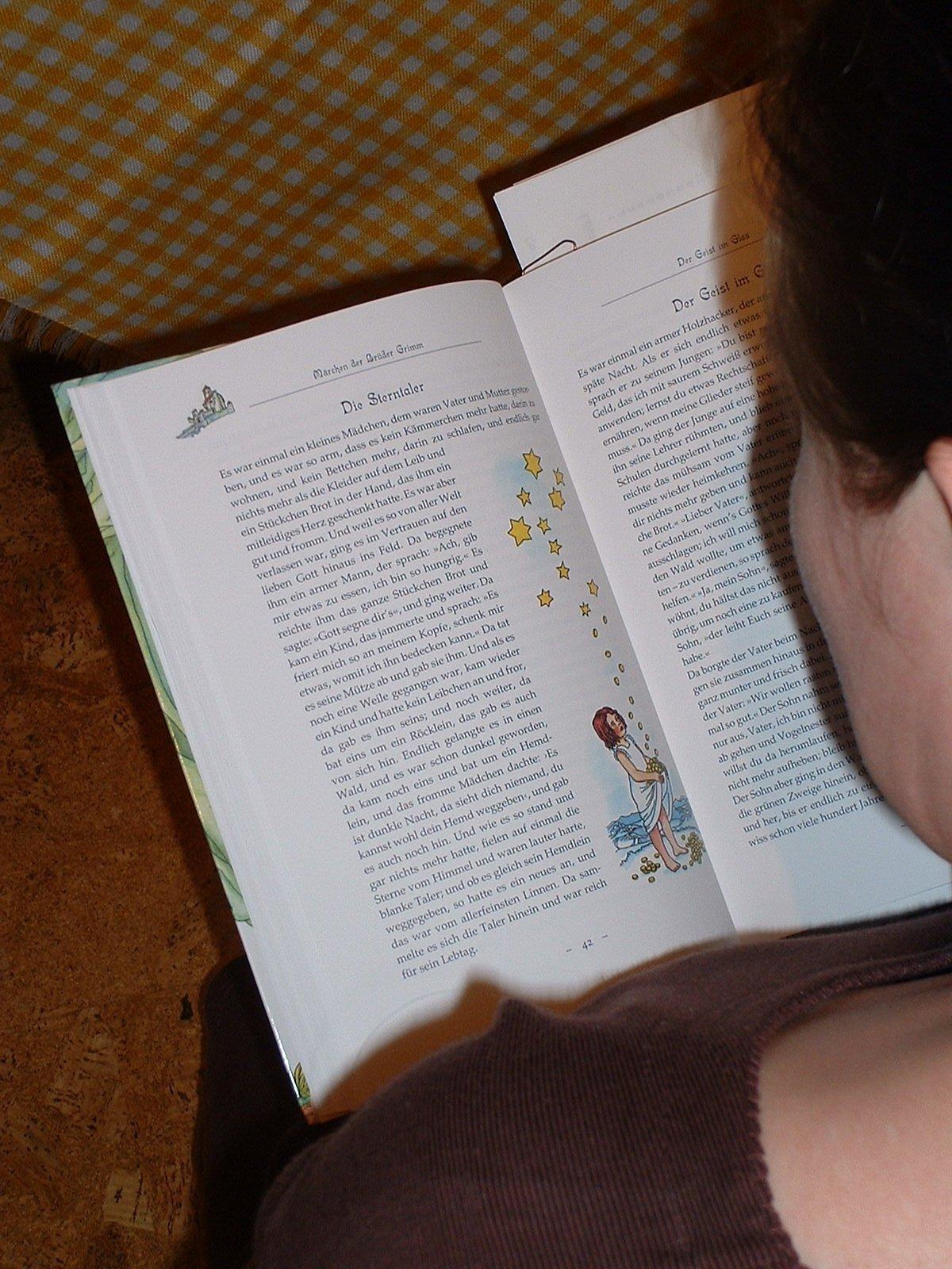 Wer Interesse an einer Lesung hat, kann sich dafür anmelden. (Symbolfoto: Olga Meier-Sander  / pixelio.de)