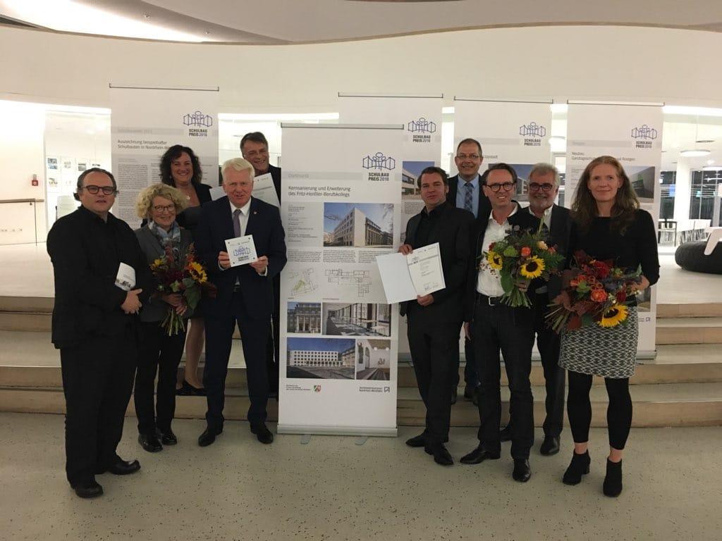 Schulleitung, Architekten, Immobilienwirtschaft, Schulverwaltungsamt und OB Ullrich Sierau (Fotos: Stadt Dortmund)