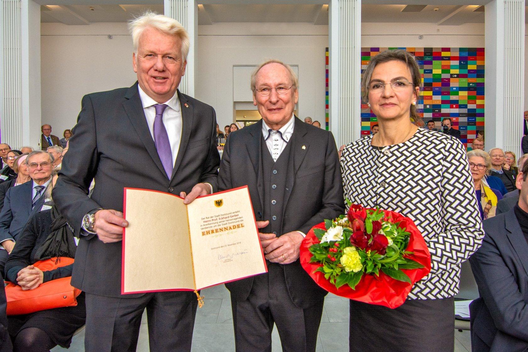 (v. l.) OB Ullrich Sierau, Eckhard Gerber und Anngrit Gerber. (Foto: Roland Gorecki)