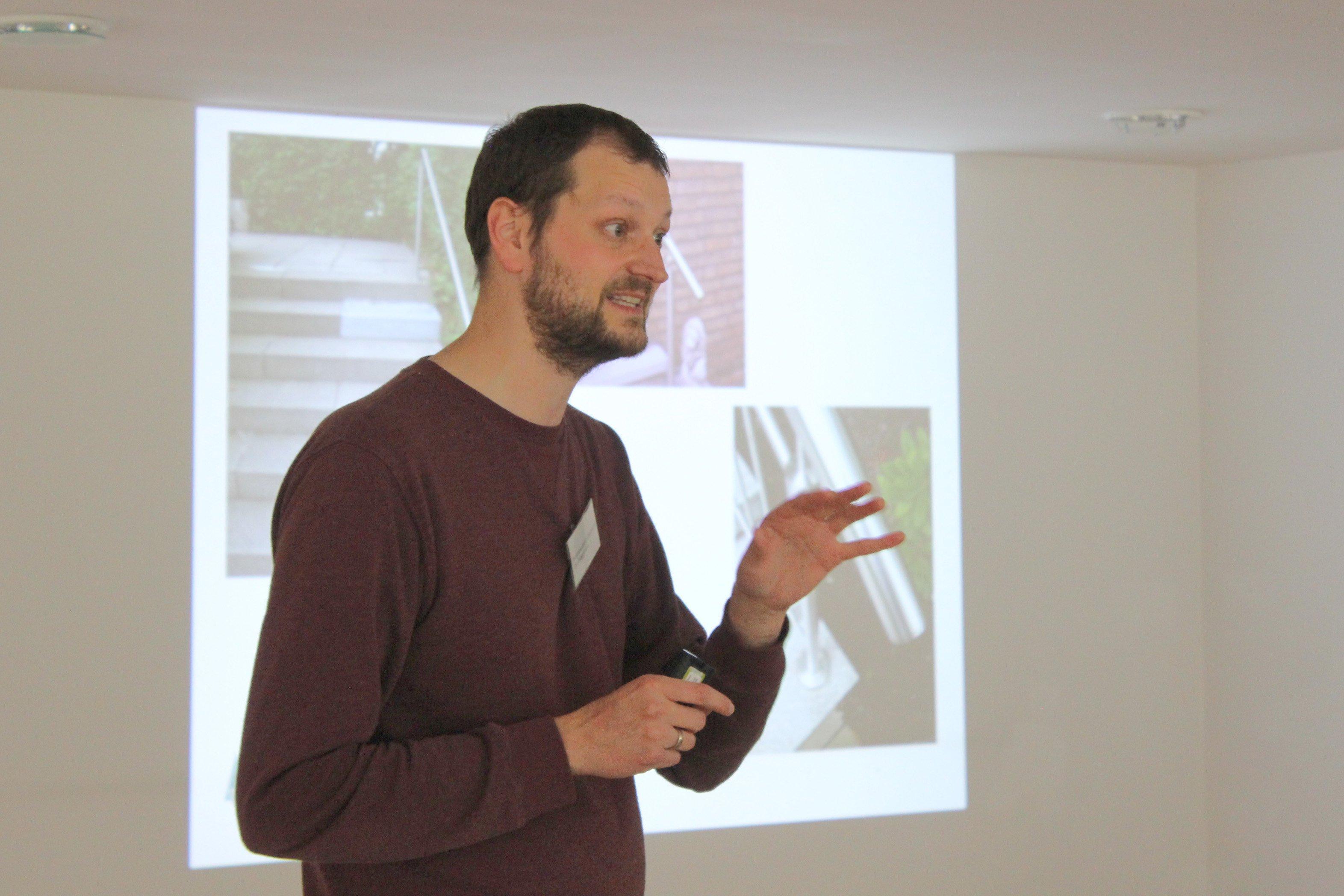 Jan Hoppmann vom Kreuzviertel-Verein bereitet auch schwierigere Themen locker und leicht verständlich auf. (Foto: IN-StadtMagazine)