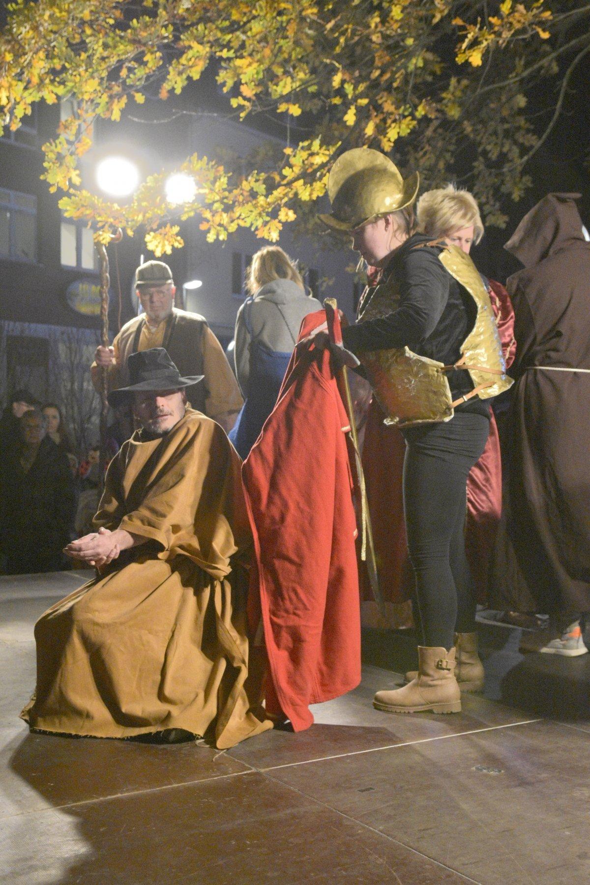 Martinsumzüge in Marten und Lütgendortmund zogen viele Besucher an