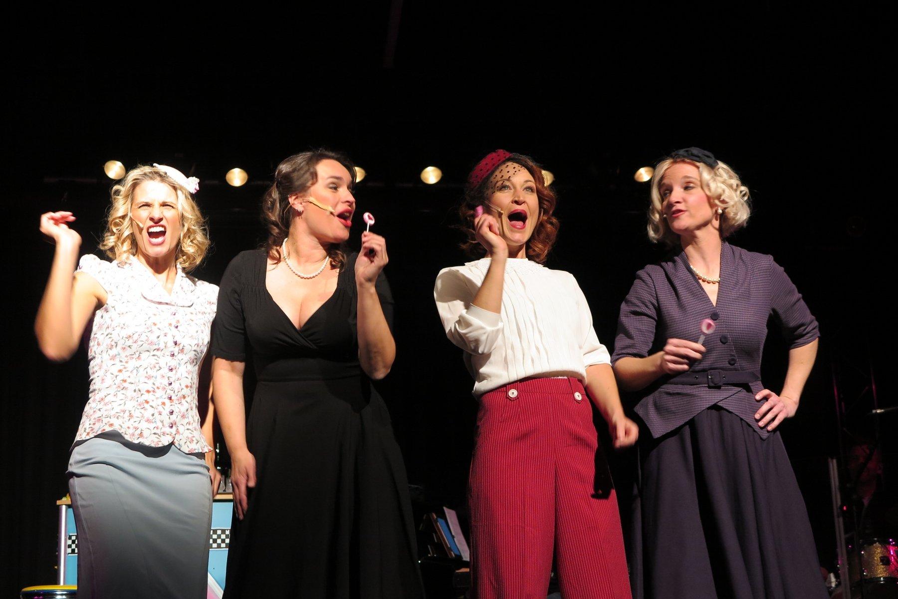 "Frauenpower im Hansa Theater – ""Candy Sisters"" feierten Premiere"