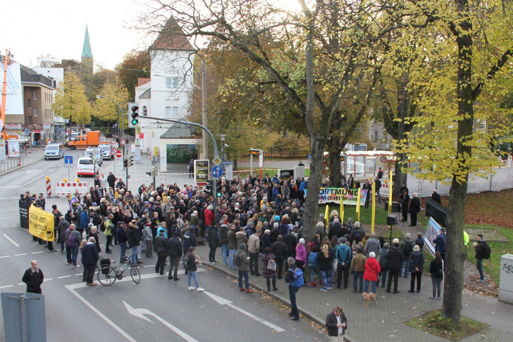 Viele Menschen nahmen an der Gedenkveranstaltung teil. (Fotos: IN-StadtMagazine)