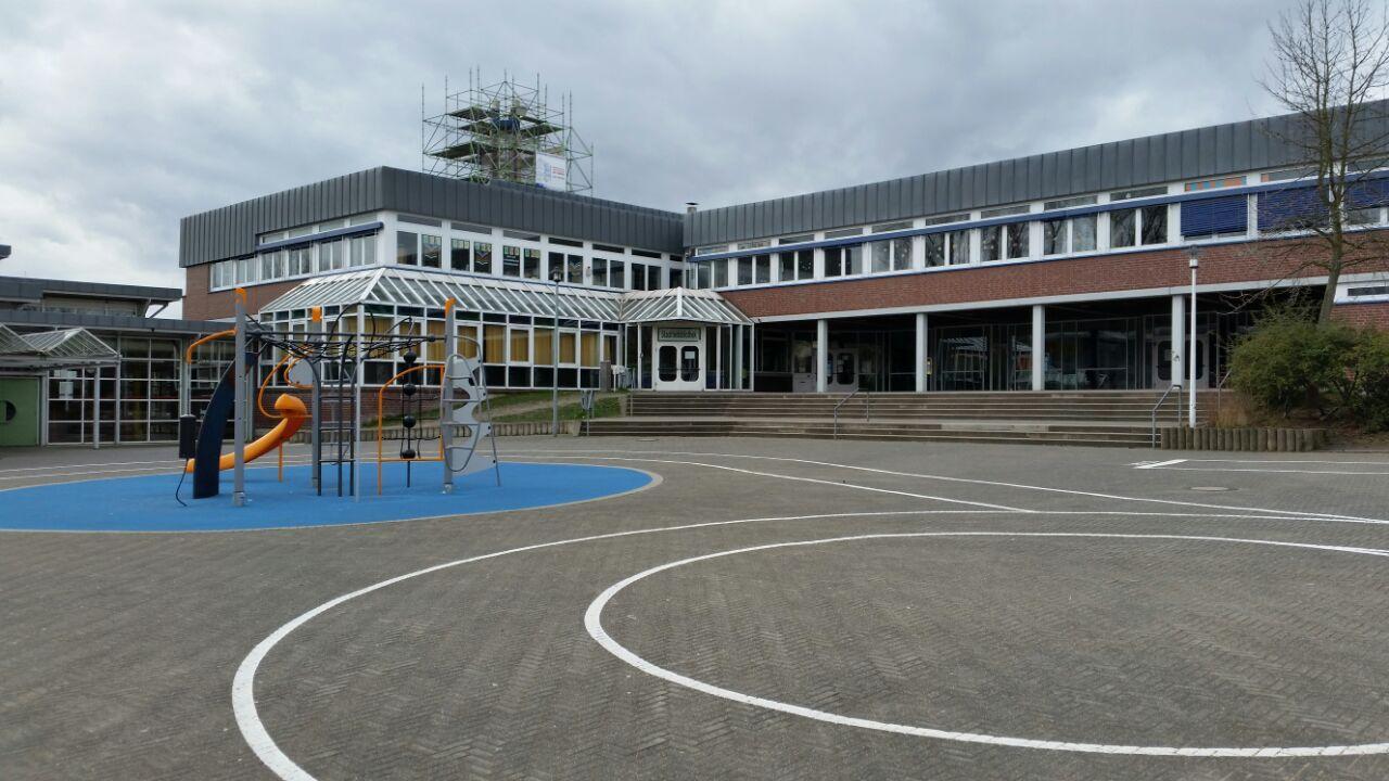 Die Gesamtschulen in Huckarde (Foto) und Brackel werden vorübergehend zu Impfzentren. (Foto: Wir in Dortmund)
