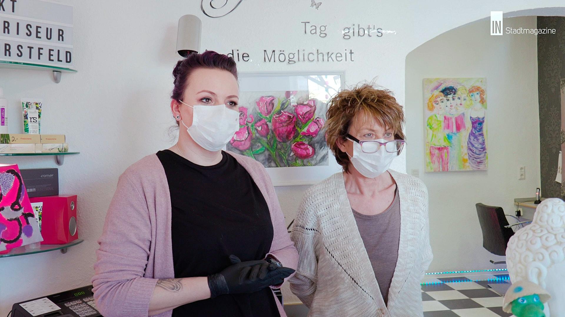 Ein ungewohnter Anblick: Mit Mundschutz und Handschuhen im Friseursalon KT in Dorstfeld. (Foto: IN-Stadtmagazine)