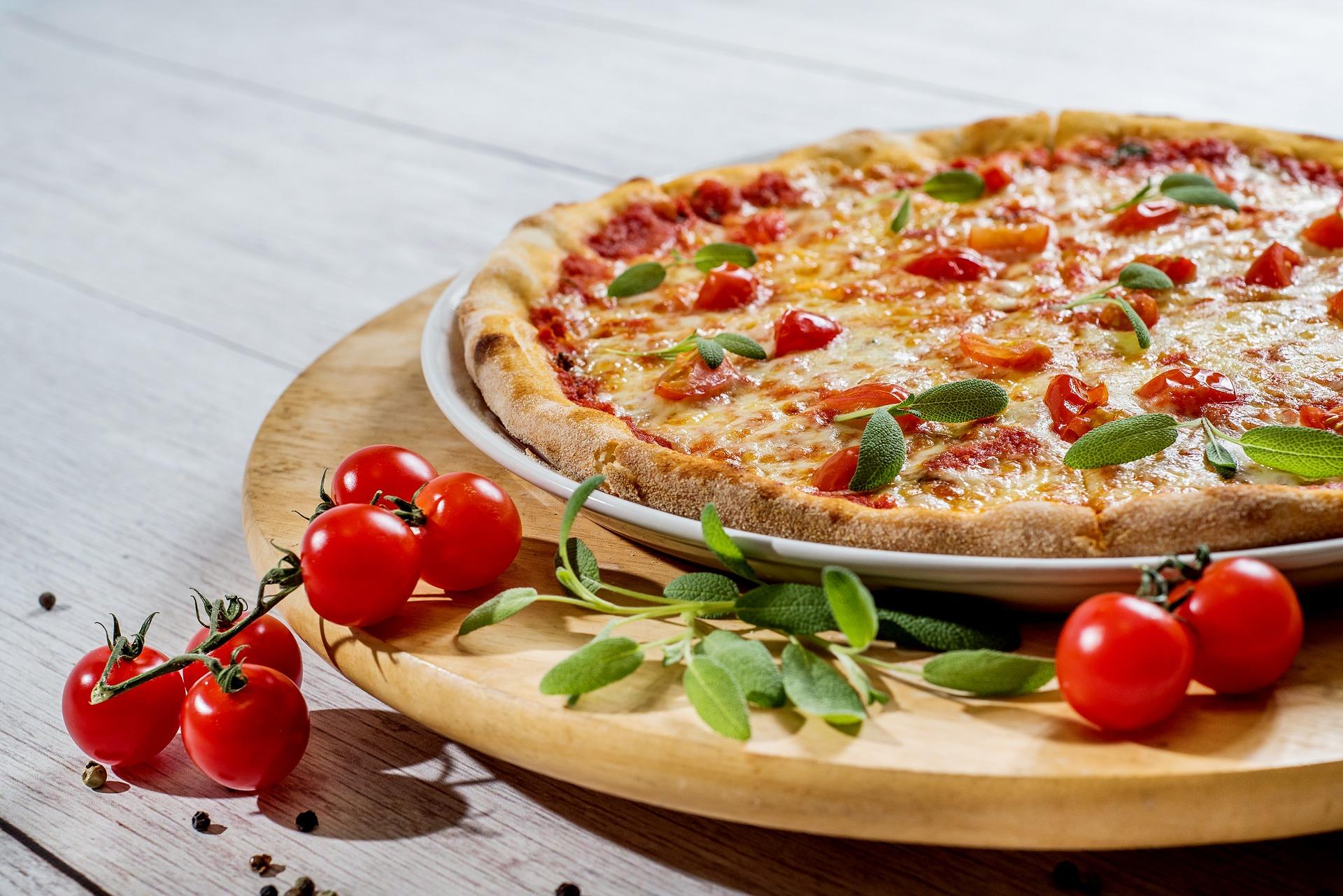 Wie bekomme ich Waren des täglichen Bedarfs? Wer liefert mir die Lieblingspizza noch bis zur Haustür? Und gibt es Betriebe, die mir jetzt noch meine Haushaltsgeräte reparieren? (Symbolfoto: pixabay)