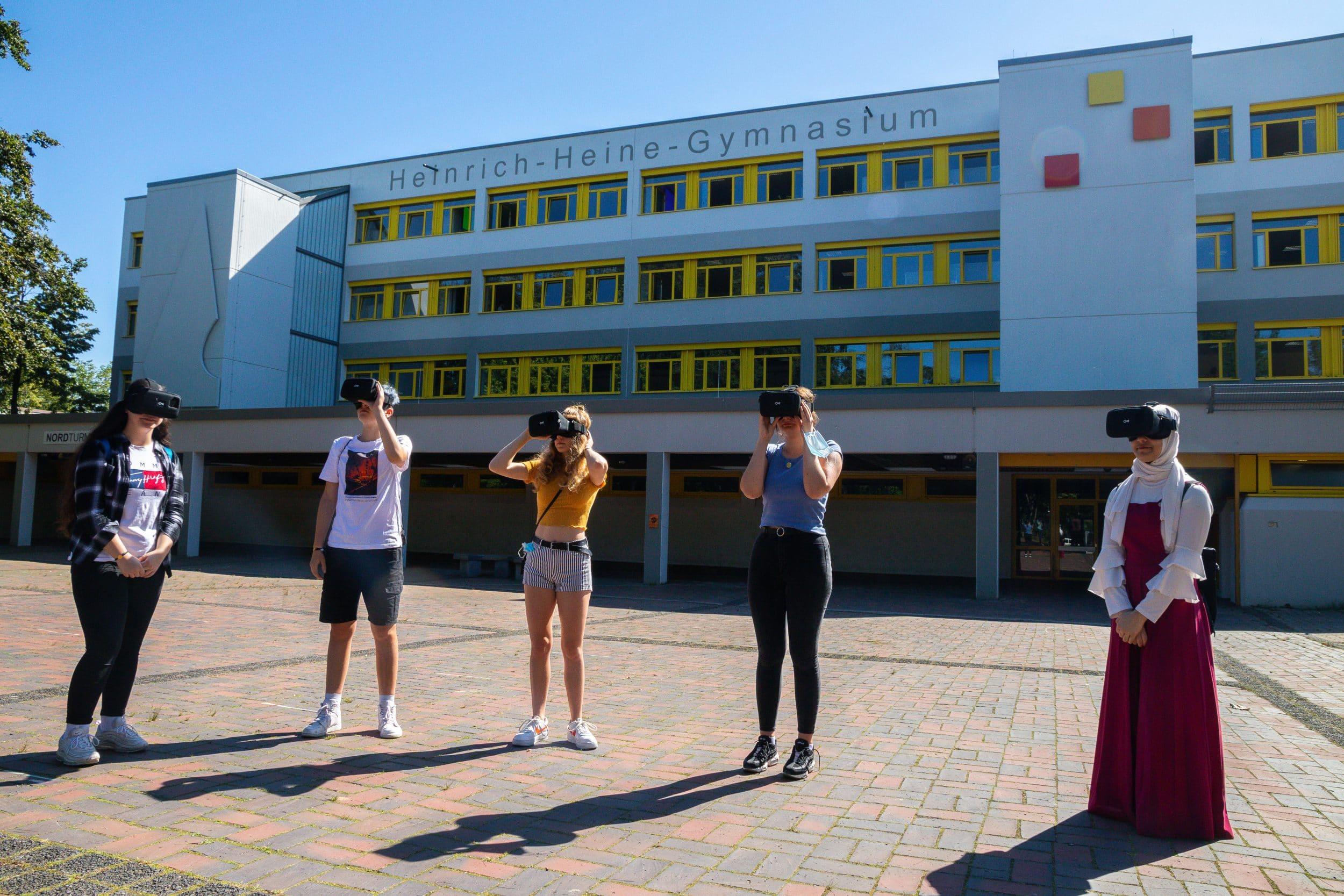Die Präsentation des Projektes erfolgte anhand von VR-Brillen. (Fotos: IN-StadtMagazine)