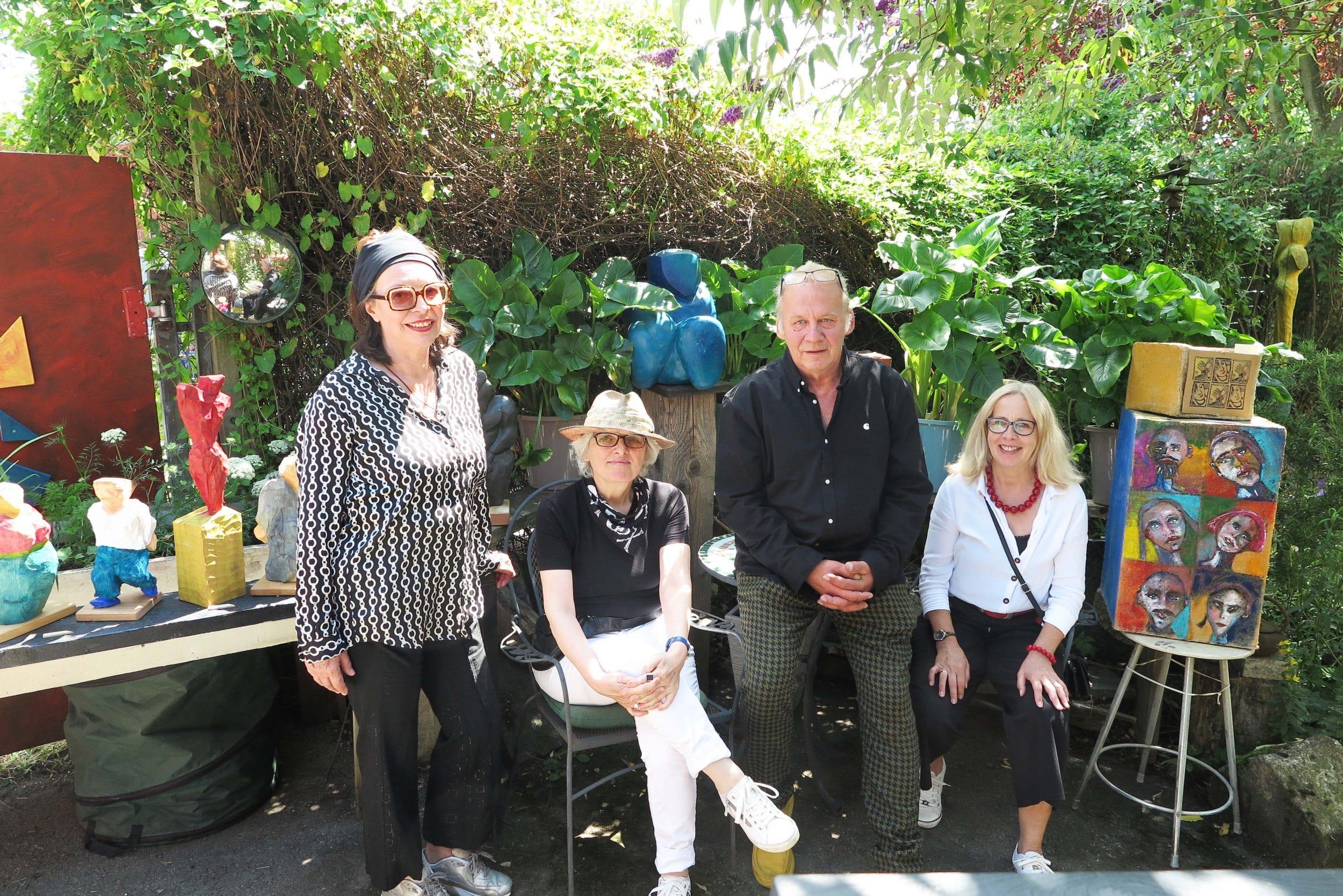 (v. l.) Moni Müller, Sigrid Müller, Hausherr Rolf Sablotny und Angelika Naujoks sorgten für einen schönen Kunstnachmittag. (Fotos: IN-StadtMagazine)