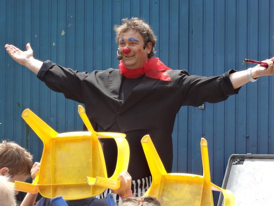 """Dorstfeld stemmt allen Widrigkeiten zum Trotz ein abwechslungsreiches Programm für Kinder. – Das Kindertheater """"Oh Larry"""" startet am 30.7. einen Angriff auf die Lachmuskeln. (Foto: Frank Jeschke)"""