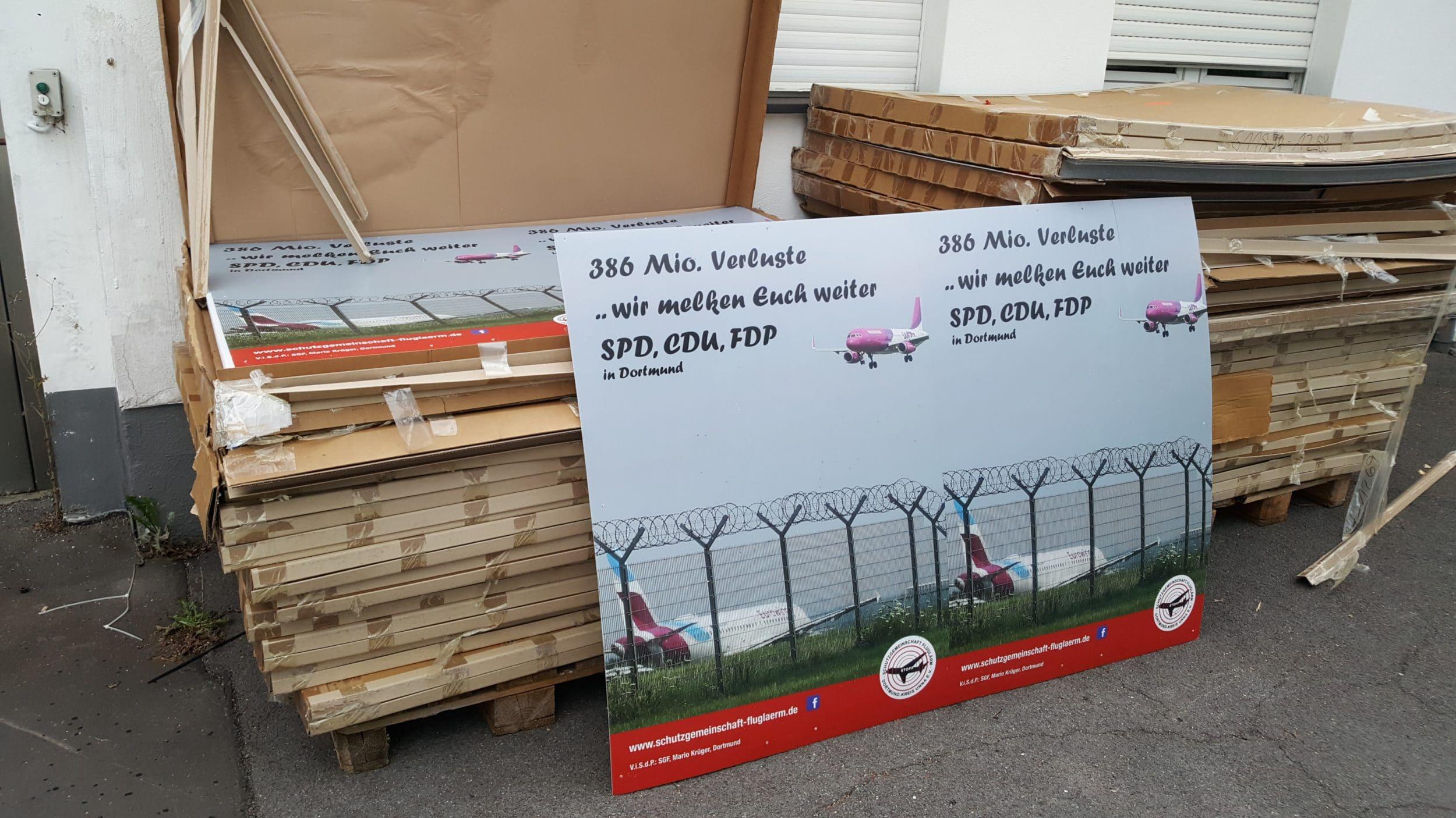 Die Stadt Dortmund hat der  Schutzgemeinschaft Fluglärm Dortmund – Kreis Unna  keine Sondernutzungserlaubnis zum Aufhängen der Plakate erteilt. (Foto: Rita-Maria Schwalgin)