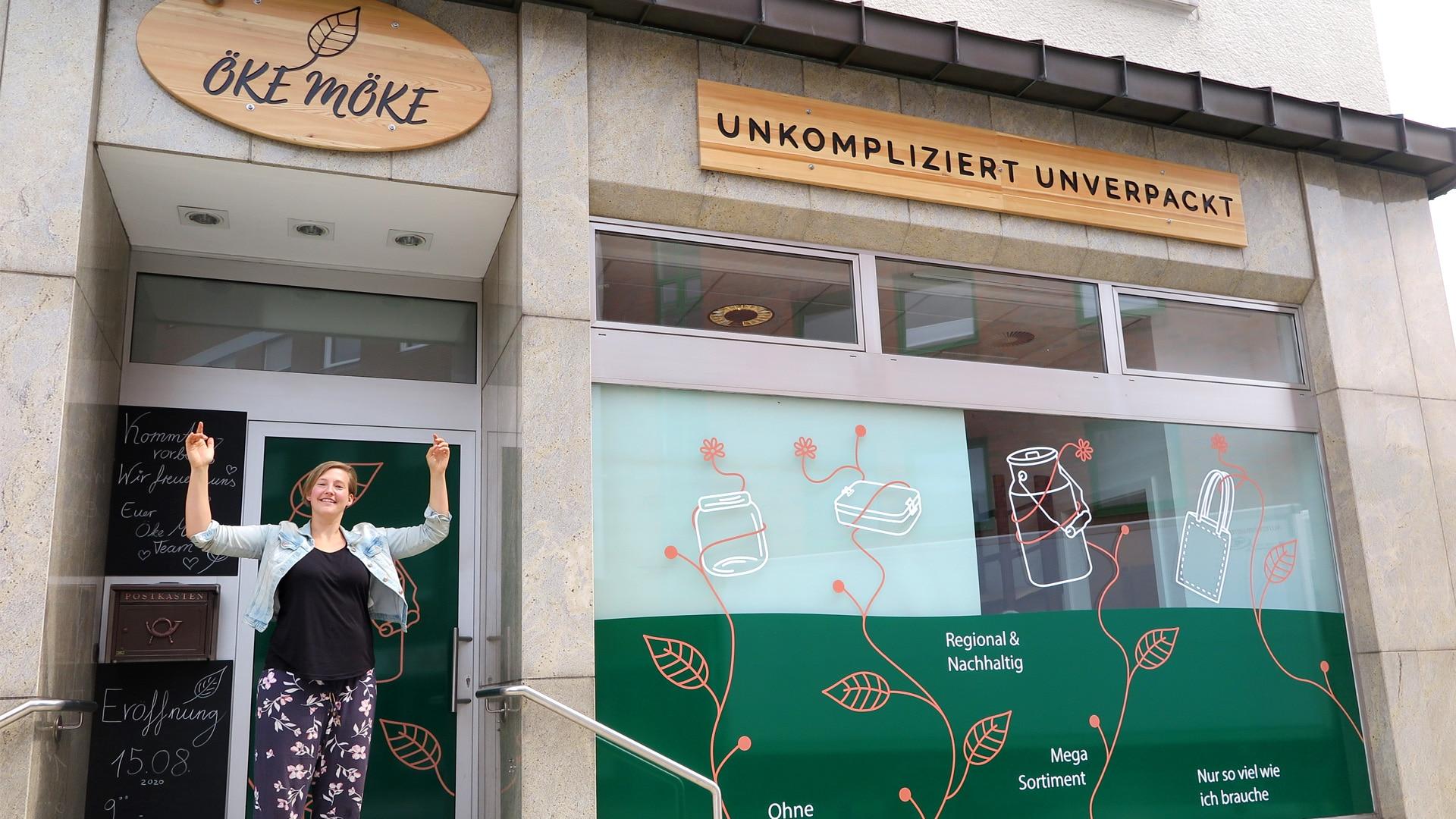 Carina Kosmowski vor Ihrem neuen Ladengeschäft in der Köln-Berliner-Straße. (Foto: IN-Stadtmagazine)