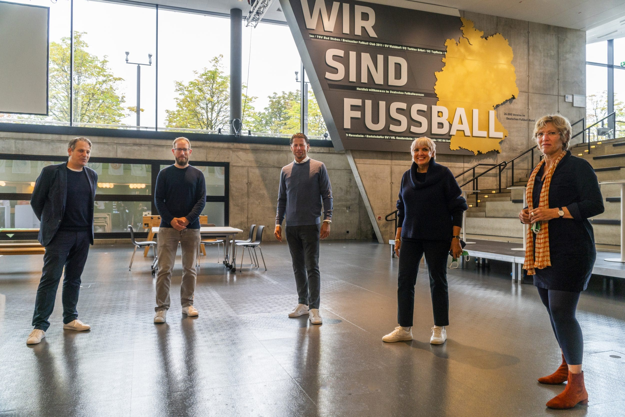 """""""Welche Kraft der Fußball hat"""" – Roman Weidenfeller und Claudia Roth zum Austausch im Fußballmuseum"""