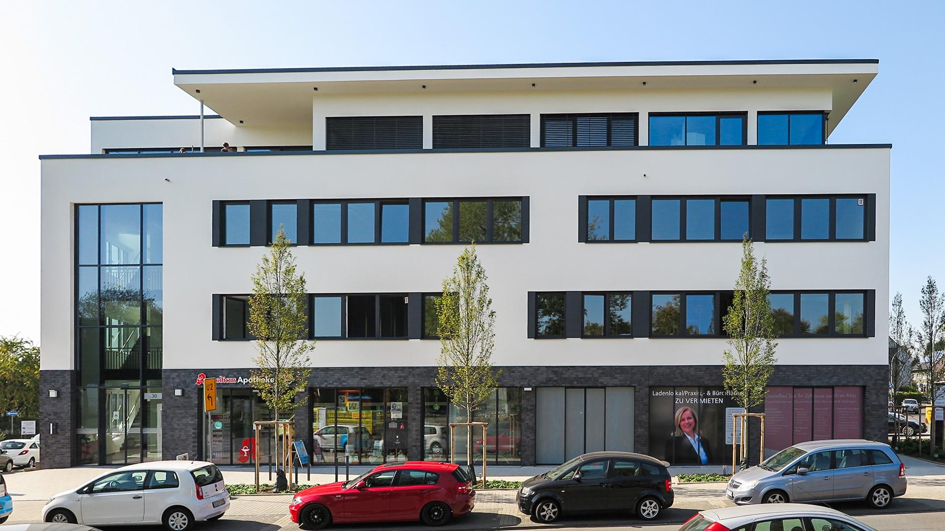 Das dreigeschossige Wohn- und Gesundheitszentrum im Stadtteil Schüren an der Gevelsbergstraße 30. (Foto: IN-Stadtmagazine)