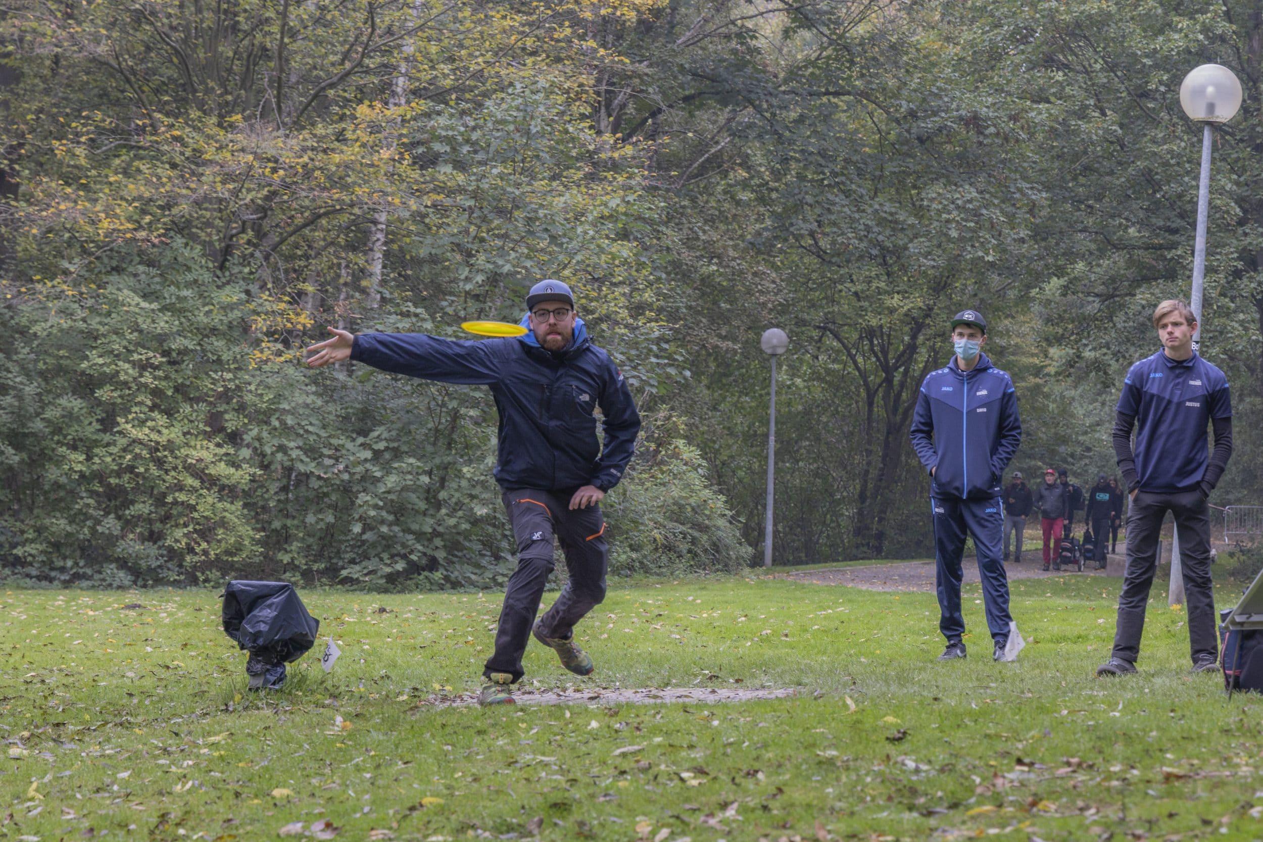 Bemerkenswert ist nicht nur die Präzision der Spitzenspieler, sondern auch die mitunter mit nur einem Wurf zurückgelegte Entfernung. (Fotos: IN-StadtMagazine)