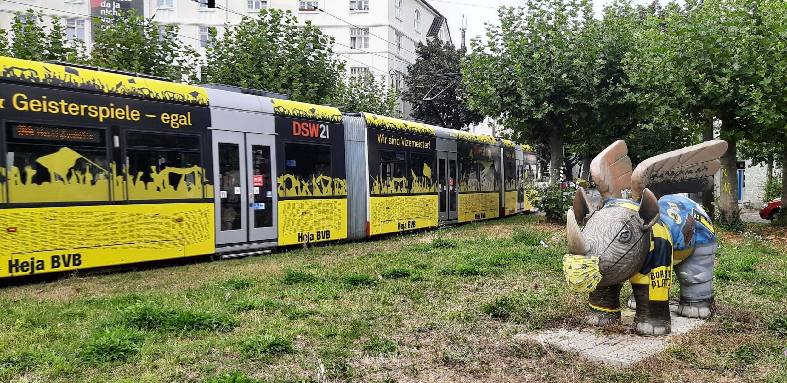Auf dem Weg zum Stadion kann man Hoppy mit seinem neuen Buff bewundern. (Foto: Runder Tisch BVB und Borsigplatz)