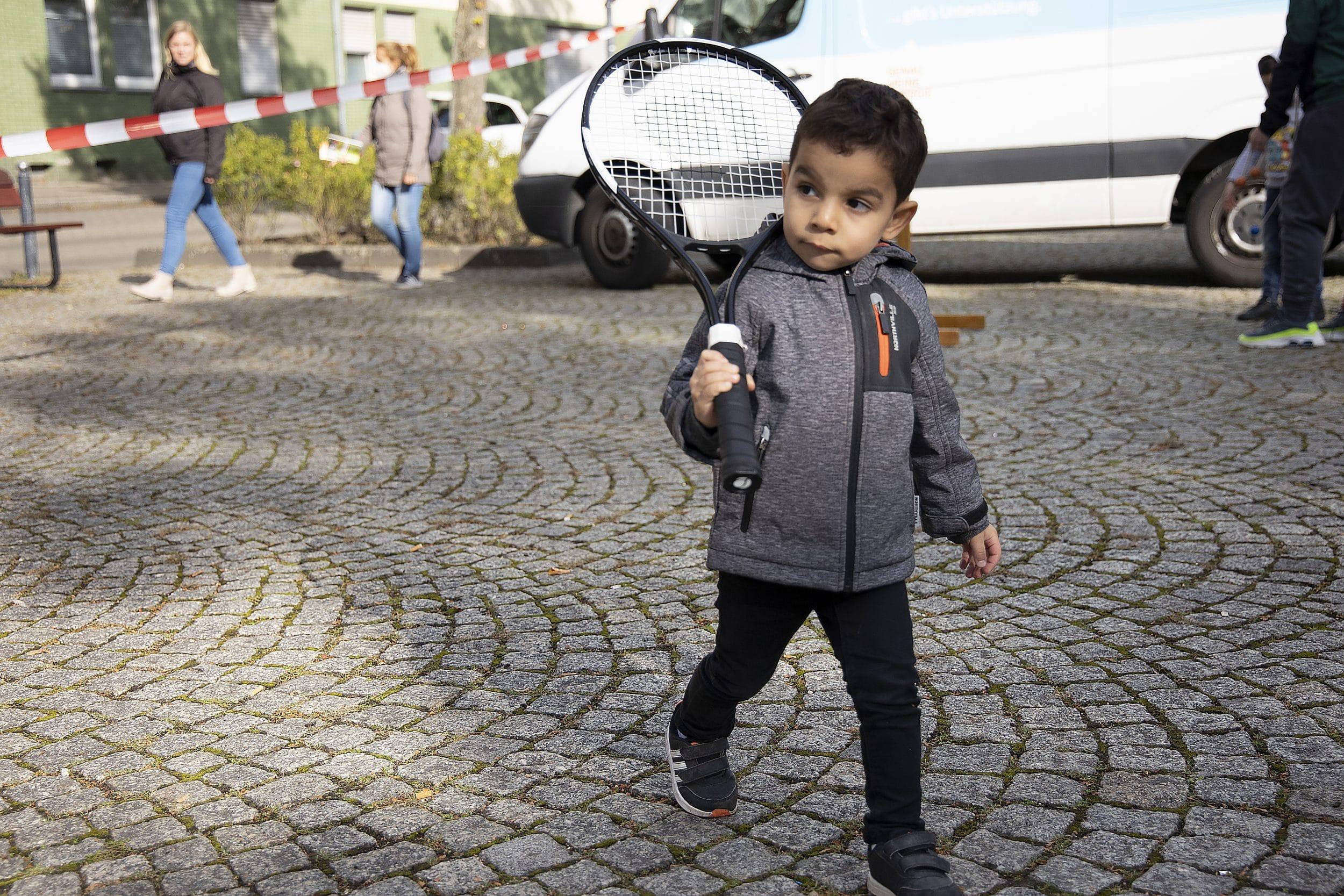 Eine Art Tennis mit großen Gummibällen lockte viele Kinder unterschiedlicher Altersklassen. (Fotos: IN-Stadtmagazine)