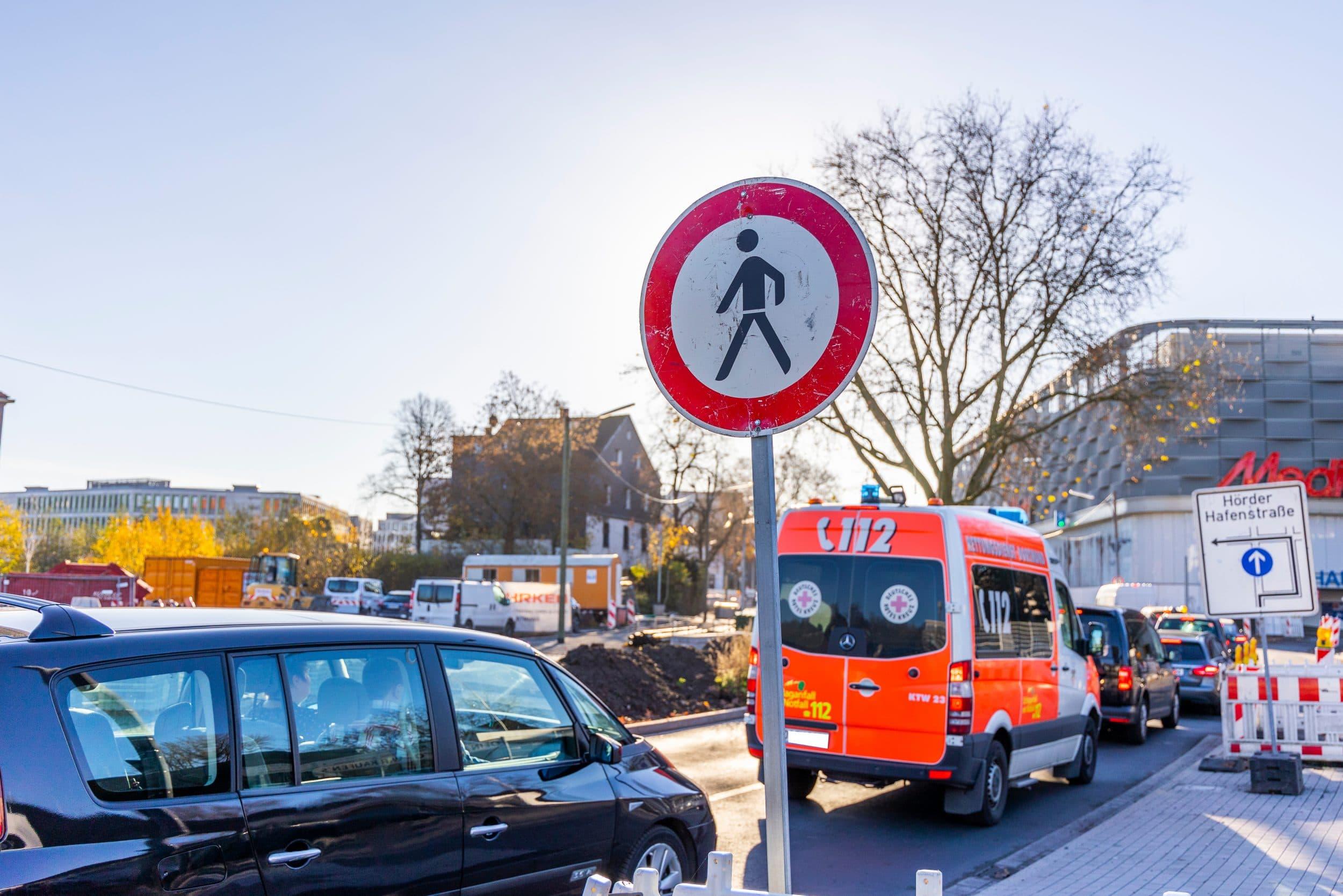 Wer zu Fuß geht, muss derzeit noch Umwege in Kauf nehmen. (Fotos: IN-StadtMagazine)