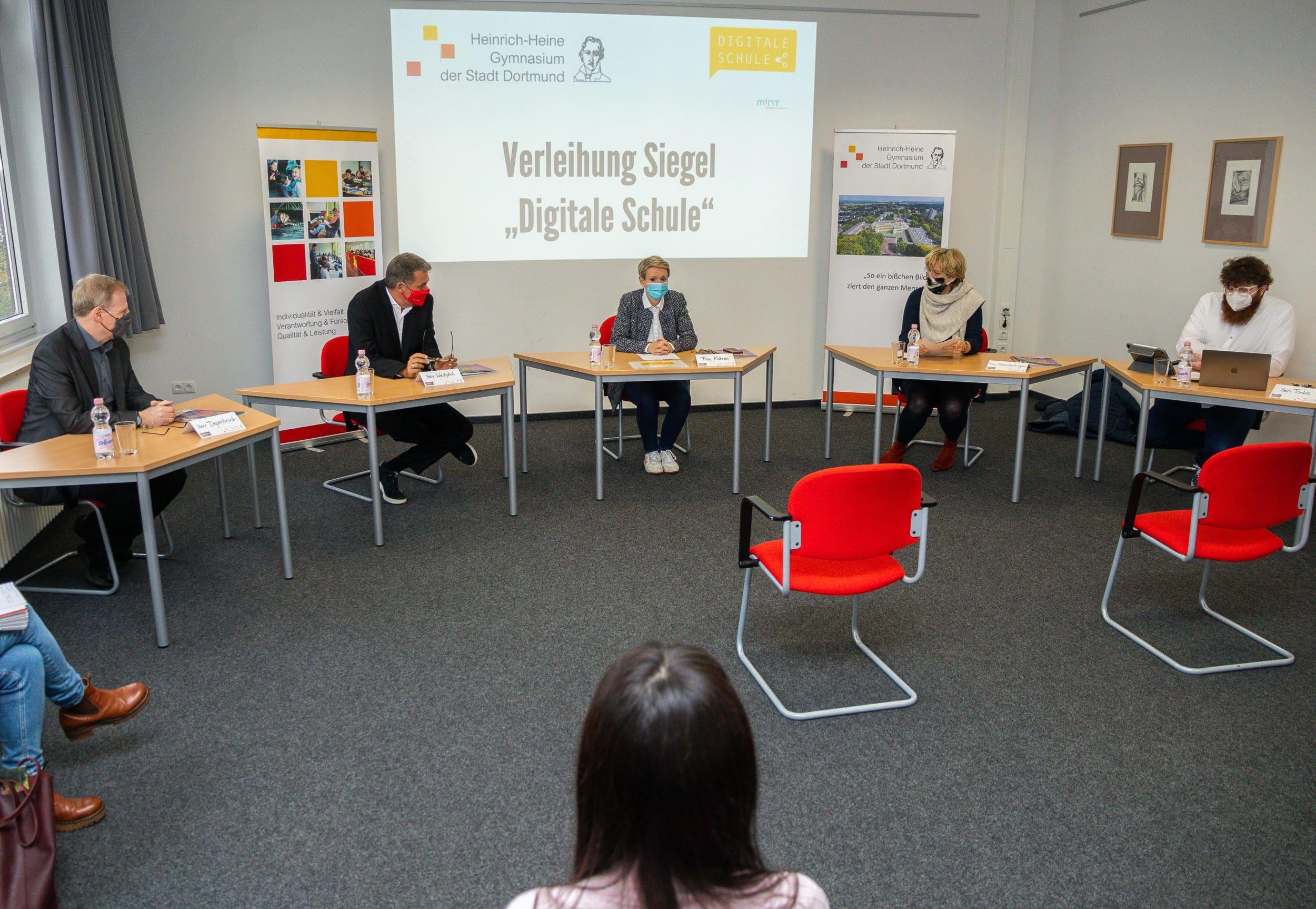 """Heinrich-Heine-Gymnasium ist die erste """"Digitale Schule"""" in Dortmund"""
