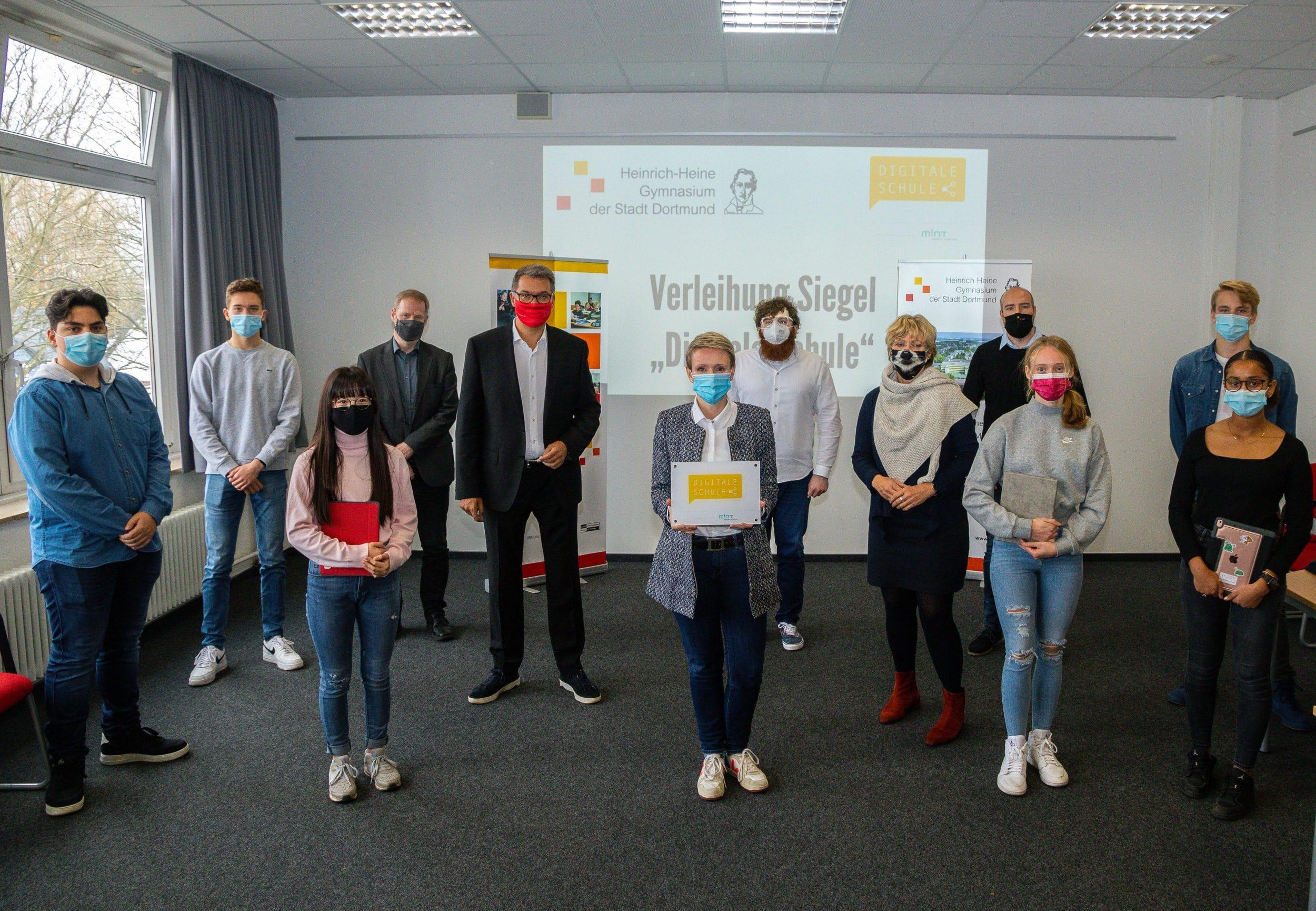 """Die Verleihung des Siegels """"Digitale Schule"""" fand in den Räumen der Schule statt statt. (Fotos: IN-StadtMagazine)"""