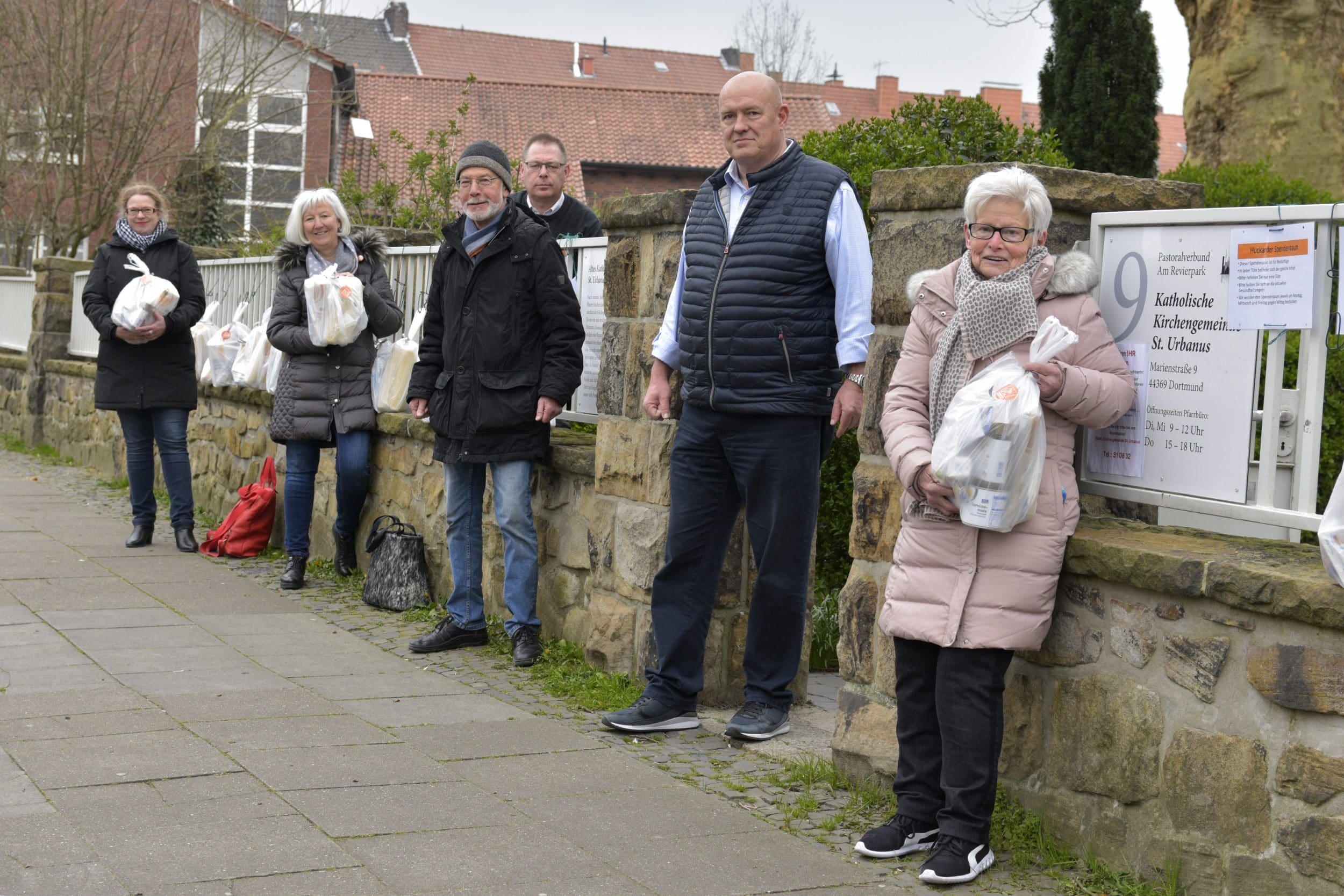 Wie schon im April will der Spendenzaun an der Marienstraße auch diesmal die durch Einstellung der Tafel-Aktivitäten gerissene Lücke schließen. (Archivfoto: IN-StadtMagazine)