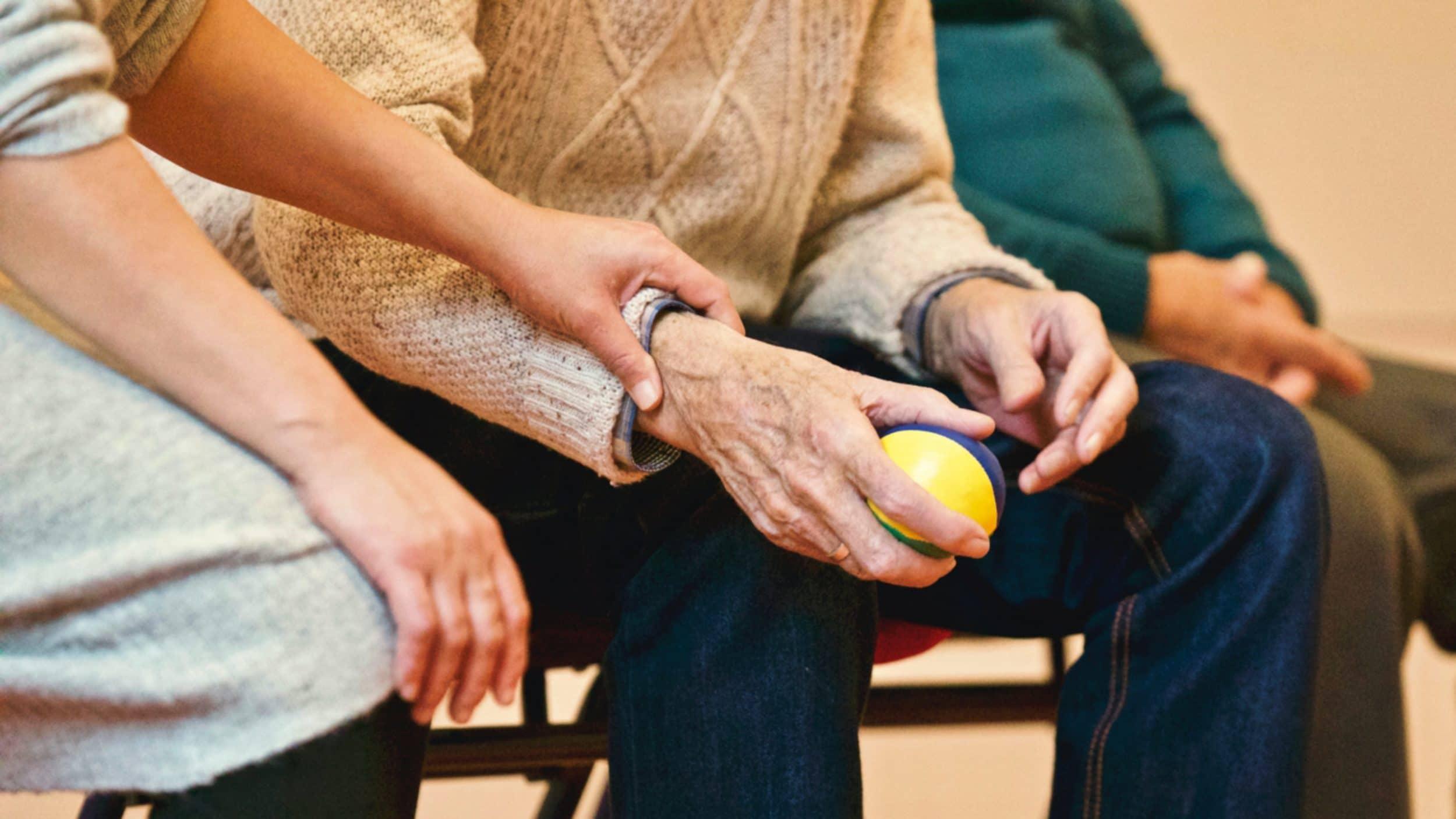 """Das """"Kleinräumige Pflegemarktmonitoring 2020"""" gibt Aufschluss über die aktuelle Situation. (Symbolfoto: pexels)"""