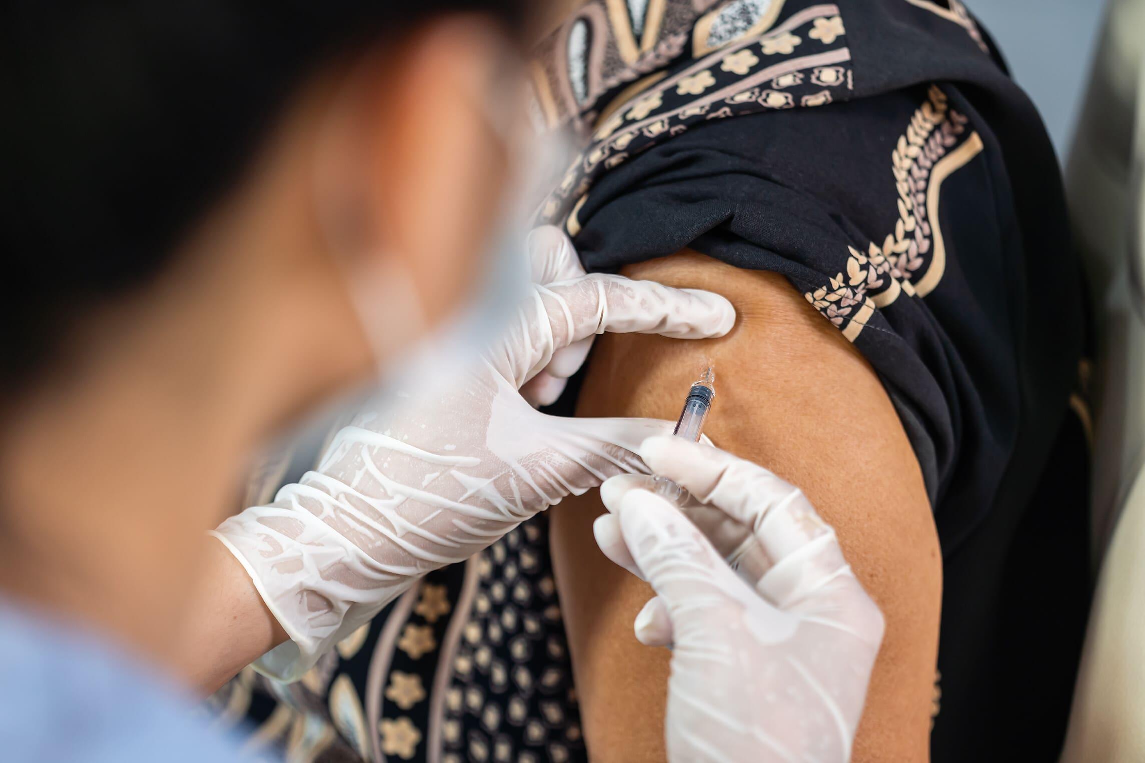 Zum Start der Corona-Impfungen in Westfalen-Lippe schaltet die AOK NORDWEST eine 24-Stunden-Hotline. (Foto: AOK/hfr.)