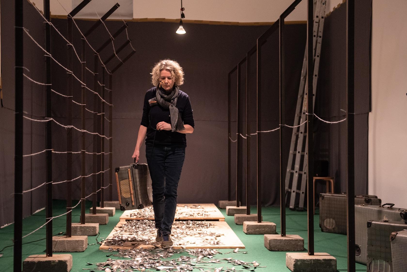 Regina Selter, stellv. Direktorin des MO, in der Installation (Fotos: Roland Gorecki, Dortmund Agentur)