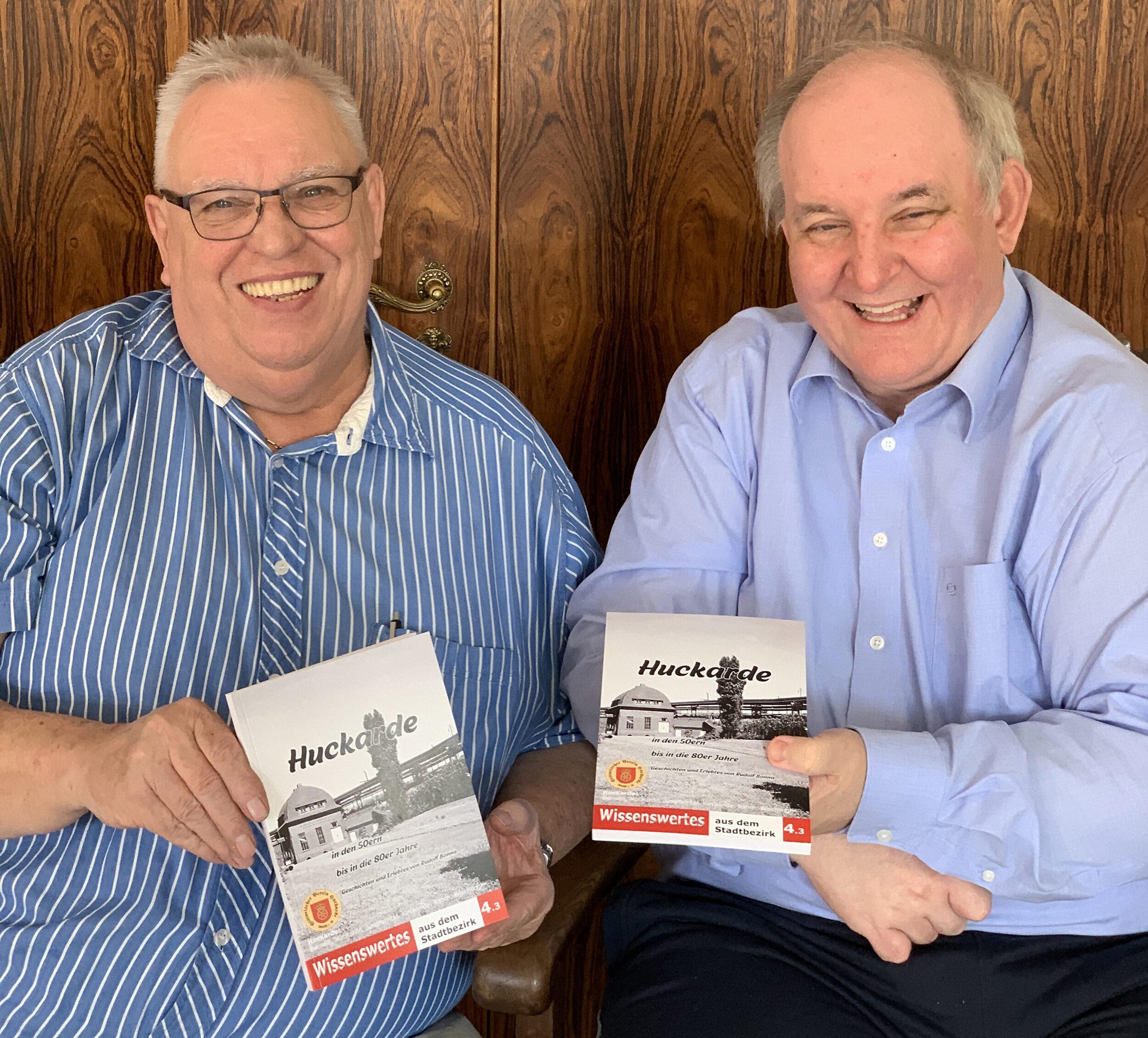 Dieter Eichmann und Dr. Günter Spranke freuen sich über den Abschluss der Bonna-Trilogie mit dem dritten und stärksten, reich bebilderten Band.  (Foto: HVH)
