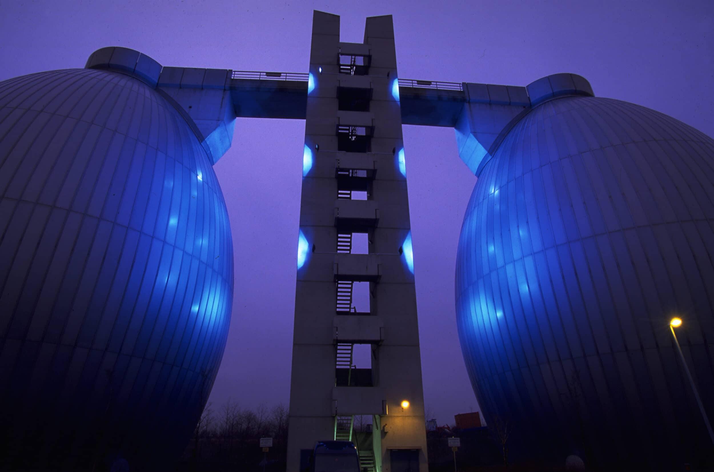 Auch die Beleuchtung an den beiden Faulbehältern der Kläranlage der Emschergenossenschaft in Dortmund-Deusen werden abgeschaltet. (Foto: Jochen Durchleuchter/EGLV)