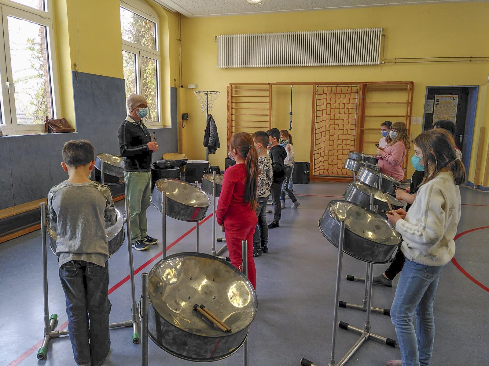 Die Widey-Grundschule startete das Steelpan-Projekt. (Foto: Schule)