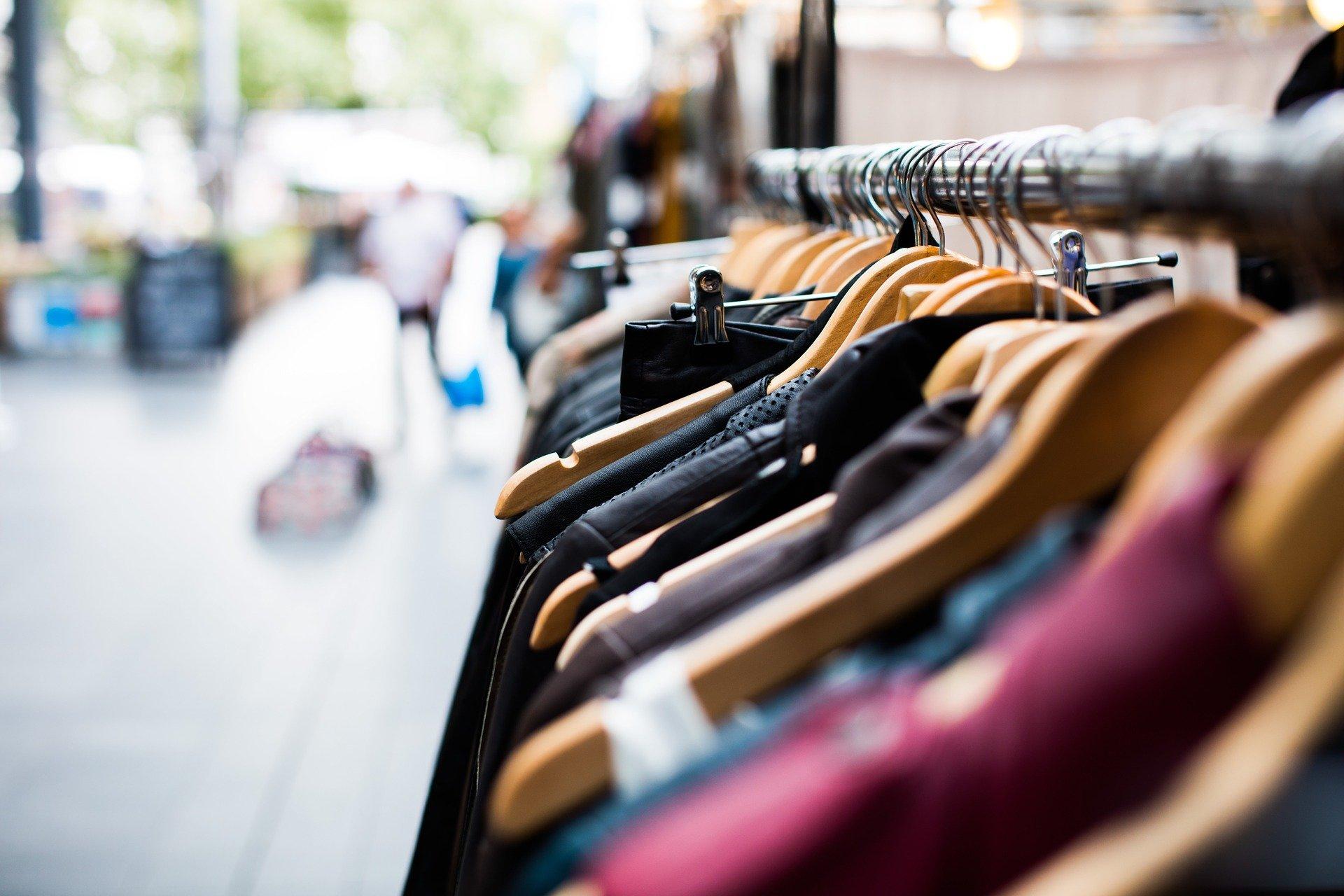 Auch der Verkauf von Textilien ist wieder erlaubt. (Symbolfoto: pixabay)