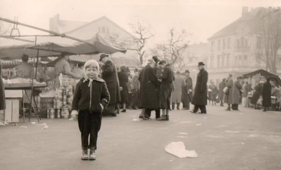 Besucher des Marktes im Jahr 1952 (an der heutigen Urbanusstraße); (Fotos: privat)