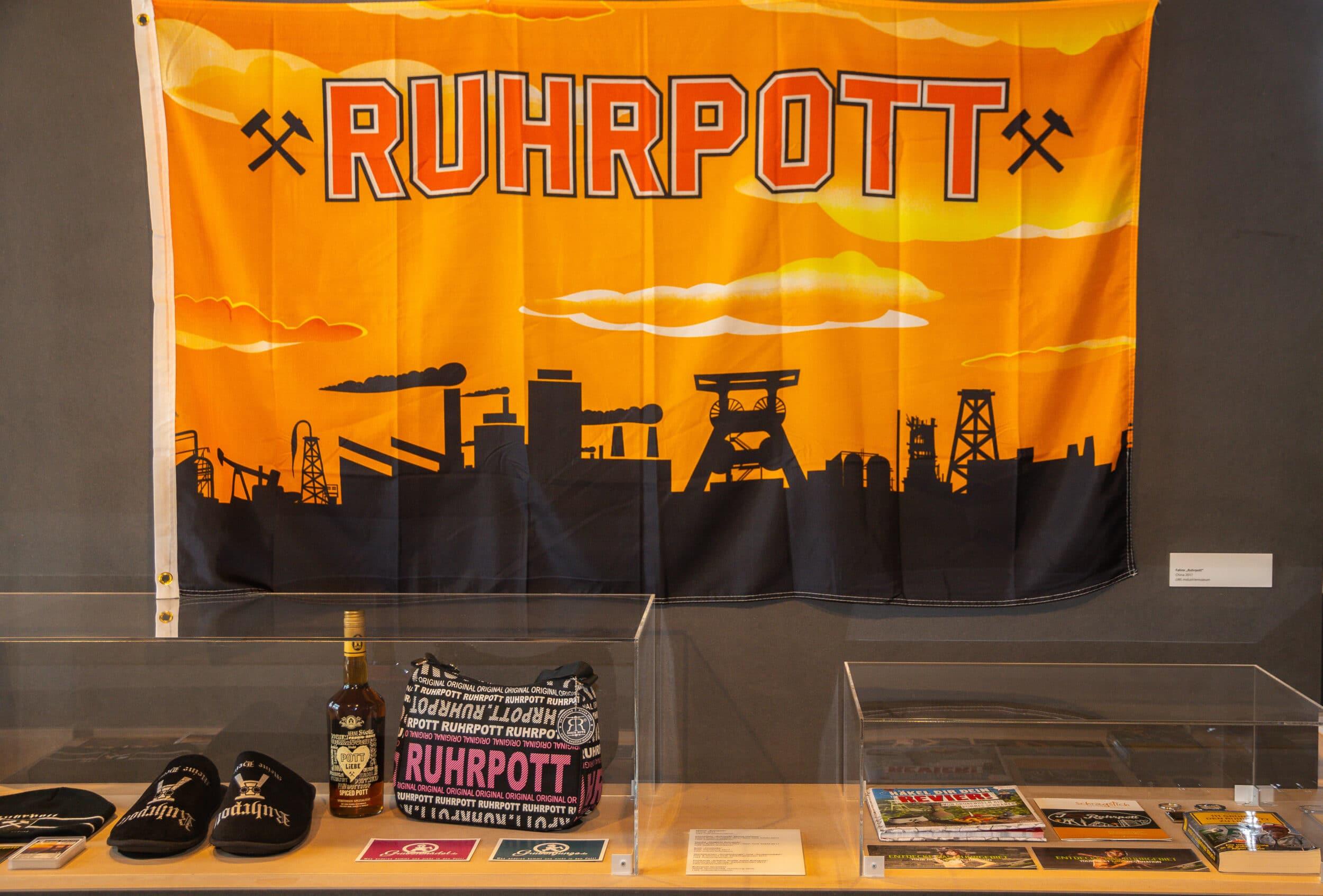 Die in der Ausstellung gezeigten Exponate gehören zur Erinnerungskultur im Ruhrgebiet. (Fotos: Wir in Dortmund)