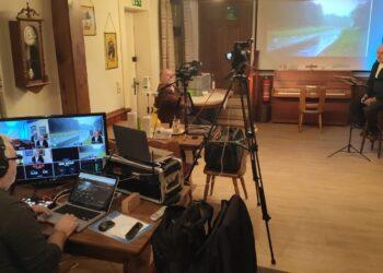 Der Veranstaltungsraum des Heimathauses wurde kurzerhand zum Filmstudio umgebaut. (v. l.) Peter Jürgens, Hans-Ulrich Peuser und Diethelm Textoris. (Foto: Jürgen Utecht)