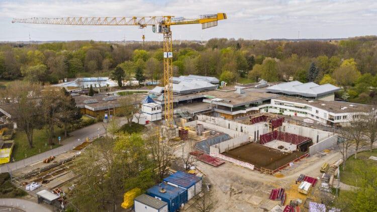 Die Baustelle am Eingang des Revierparks – hier entsteht ein neues Schwimmbad. Aber auch im Solebad hat sich einiges getan. (Fotos: Wir in Dortmund)