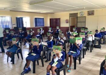 Die erste Auflage des Corona-Malbuchs fand in den südafrikanischen Schulen großen Zuspruch. Es ist das erste Aufklärungsbuch für Kinder in der Stammessprache isiZulu. (Fotos: FH Dortmund)