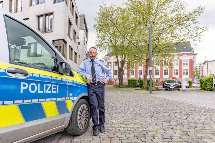 Der langjährige Bezirksdienstbeamte in Hörde Jürgen Heinrich verabschiedet sich in den Ruhestand. (Fotos: Wir in Dortmund)