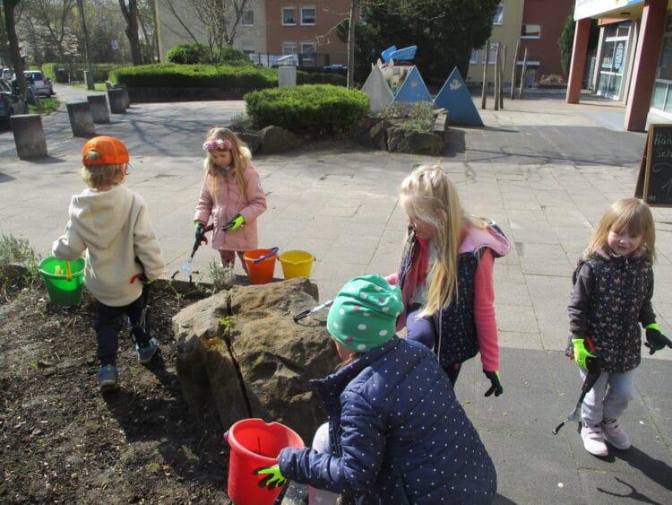 Kinder der Kita Wattenscheidskamp kümmern sich um ihr Quartier (Foto: FABIDO Kita Wattenscheidskamp)