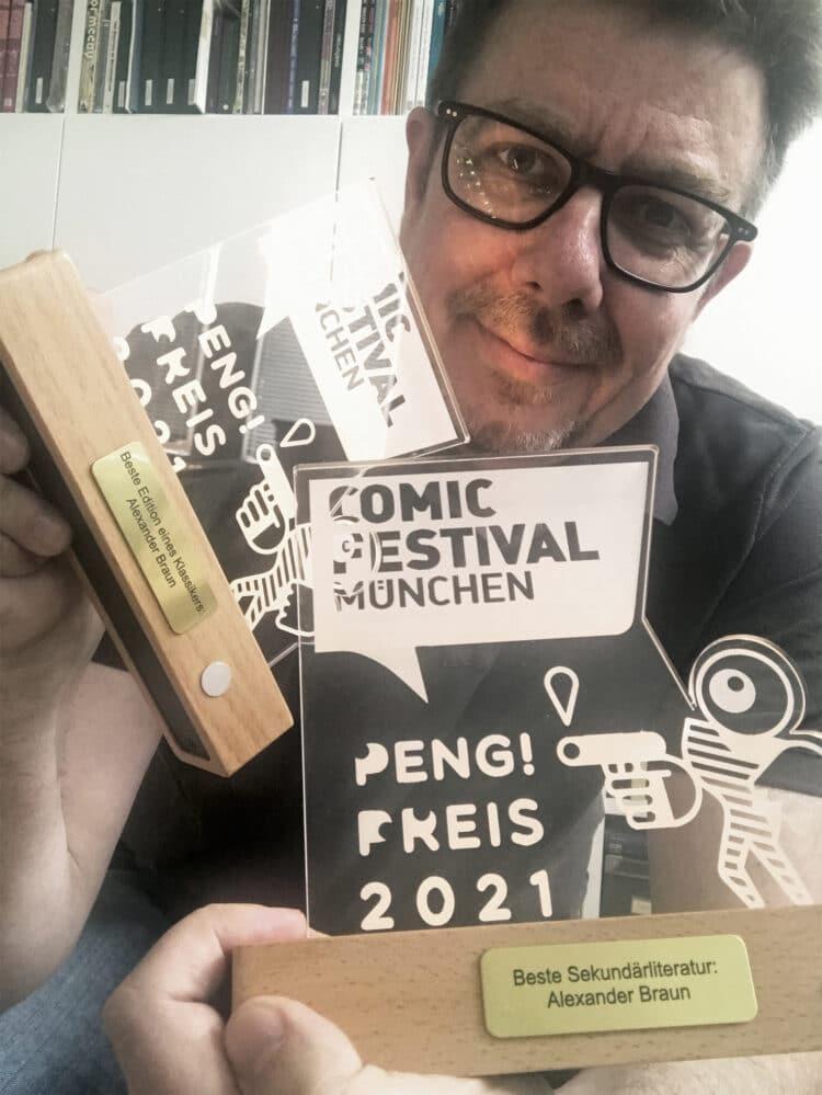 Dr. Alexander Braun mit dem Münchner Comicpreis PENG! (Foto: Braun)