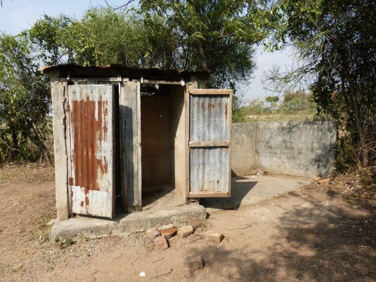 So sieht meistens eine Toilette auf dem Land aus. (Fotos: Geno)
