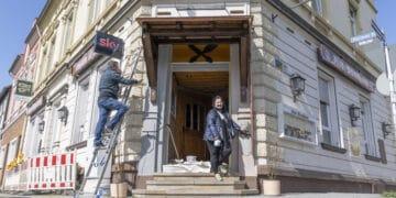 Die unfreiwillige freie Zeit nutzen Jasminka Jurcevic und ihr Team, um auch die Fassade noch ein wenig aufzumöbeln. Loslegen könnten sie sofort. (Fotos: Wir in Dortmund)